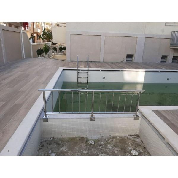 Ανοξείδωτο κάγκελο πισίνας